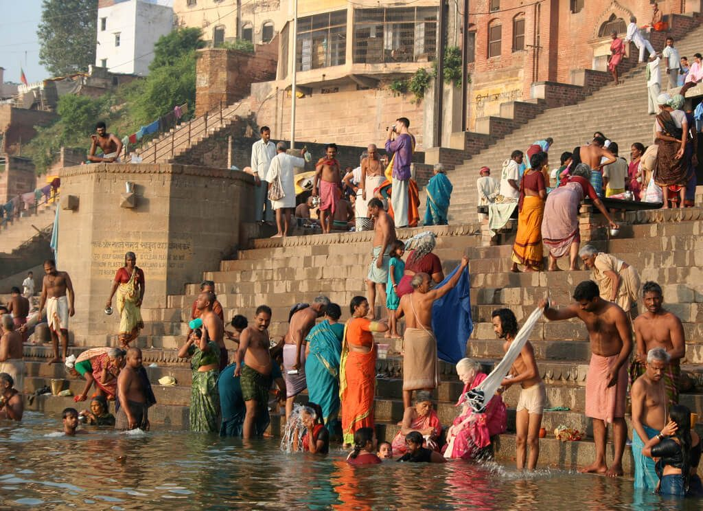 Bathers on the banks of the Ganges