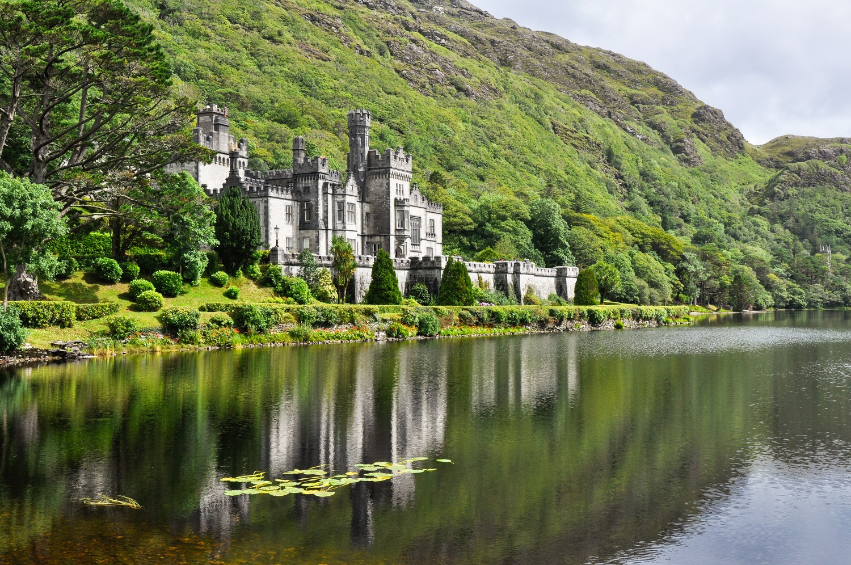 castle in ireland-scenic landscape